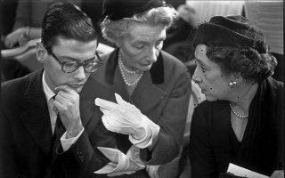 Ο Αβερτον με την Κάρμελ Σνόου και τη Μαρί-Λουίζ Μπουκέ. Φωτ. Credit: Burt Glinn / Magnum Photos.