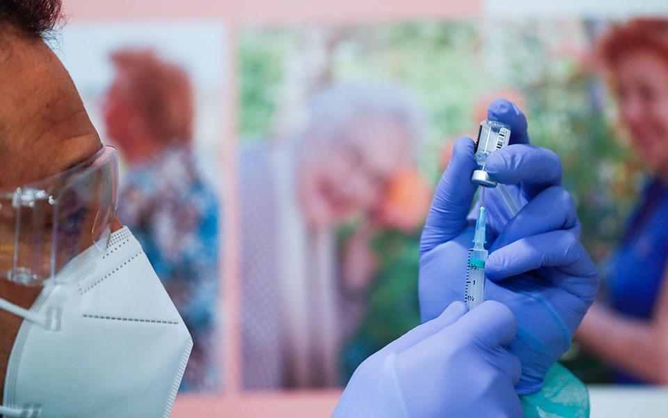 Εμβόλιο: Η Ελλάδα παρέλαβε 100.000 δόσεις από τη Pfizer