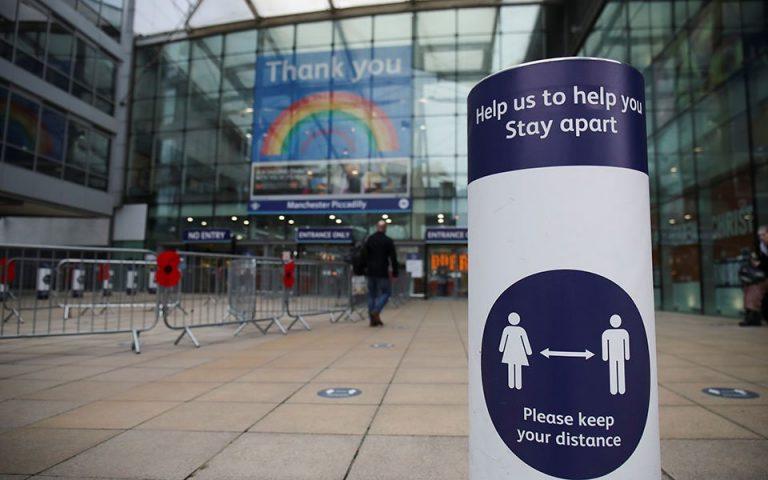 Καλπάζει ο κορωνοϊός στη Βρετανία ενώ πρόκειται να ανοίξουν τα σχολεία