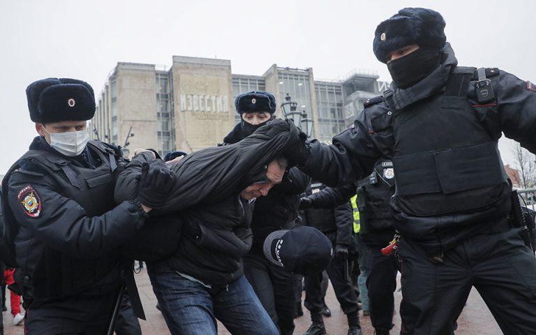 Μαζικές διαδηλώσεις υπέρ του Ναβάλνι – Δεκάδες συλλήψεις από την αστυνομία