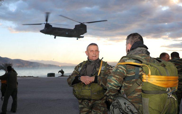'Αλμα από ελικόπτερο Σινούκ έκανε ο Αρχηγός ΓΕΕΘΑ