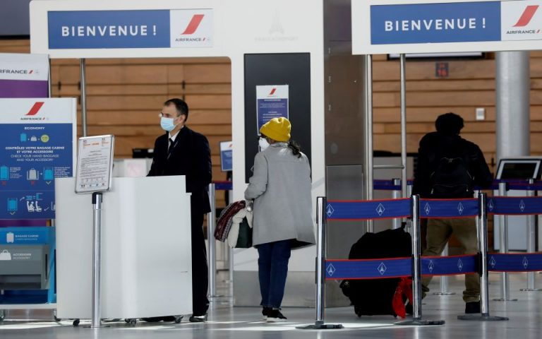 Κλείνει τα σύνορα η Γαλλία – Με αρνητικό τεστ η είσοδος Ευρωπαίων