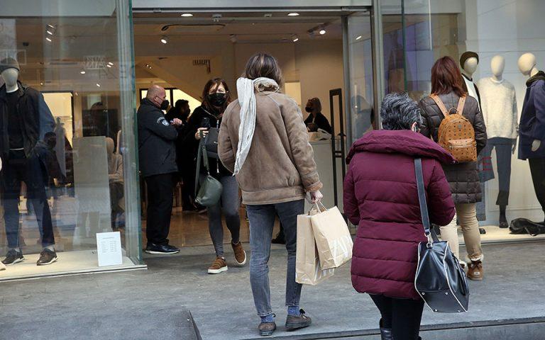 Ανοιχτά σήμερα τα μαγαζιά – Προβληματισμός για τις εικόνες συνωστισμού