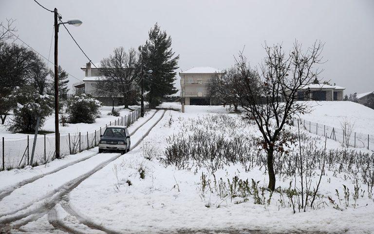 Σε εξέλιξη η τρίτη φάση της κακοκαιρίας «Λέανδρος» – Χιόνια και σε χαμηλό υψόμετρο