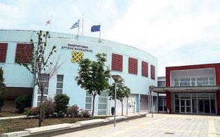 Αν εφαρμοστεί η ελάχιστη βάση εισαγωγής, στην Κοζάνη αναμένεται να κλείσουν έξι από τα εννέα τμήματα, στα Γρεβενά και τα δύο τμήματα (είναι η πόλη που θα πληγεί ολοκληρωτικά), στην Καστοριά ένα από τα τέσσερα, στη Φλώρινα ένα από τα πέντε, ενώ στην Πτολεμαΐδα θα μείνουν ανοιχτά και τα δύο τμήματα.