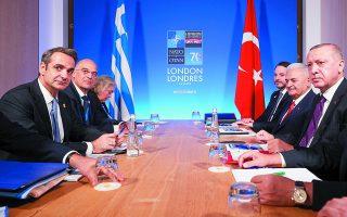 Σύμφωνα με στενό συνεργάτη του πρωθυπουργού Κυριάκου Μητσοτάκη, η τρέχουσα συγκυρία είναι από τις πλέον ευνοϊκές για την Αθήνα στην κατεύθυνση μιας ουσιαστικής «υπέρβασης» στις ελληνοτουρκικές σχέσεις (φωτ. από τη συνάντηση με τον Ταγίπ Ερντογάν τον Δεκέμβριο του 2019). Φωτ. ΑΠΕ-ΜΠΕ / ΓΡΑΦΕΙΟ ΤΥΠΟΥ ΠΡΩΘΥΠΟΥΡΓΟΥ / ΔΗΜΗΤΡΗΣ ΠΑΠΑΜΗΤΣΟΣ