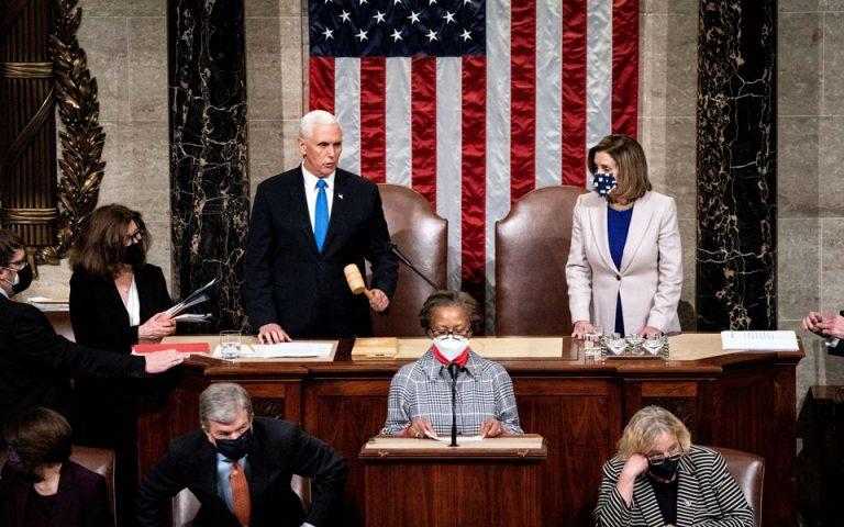 Άμεση καθαίρεση Τραμπ ζητεί και η Πελόζι