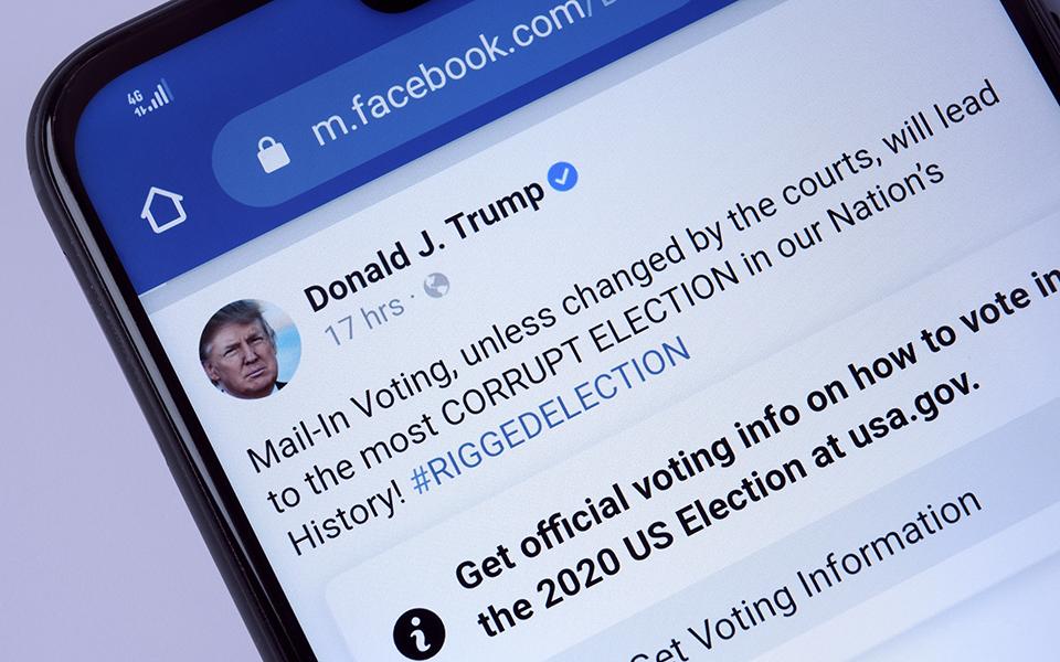 «Μπλόκο» επ΄αόριστον στον Τραμπ από Facebook και Instagram