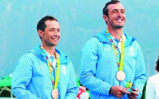 «Ξέρω πολλά πράγματα για μέλη του Δ.Σ. της Ομοσπονδίας, αλλά κάτι τέτοιο δεν περίμενα να ακούσω ποτέ», λέει ο Τάκης Μάντης (αριστ.), που με τον Παύλο Καγιαλή κατέκτησαν το χάλκινο μετάλλιο στο Ρίο.