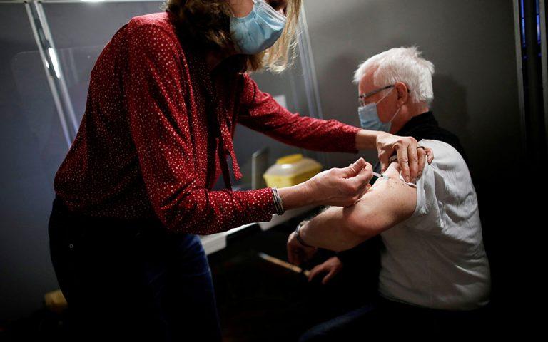 Ένα εκατομμύριο Γάλλοι έχουν ήδη εμβολιαστεί