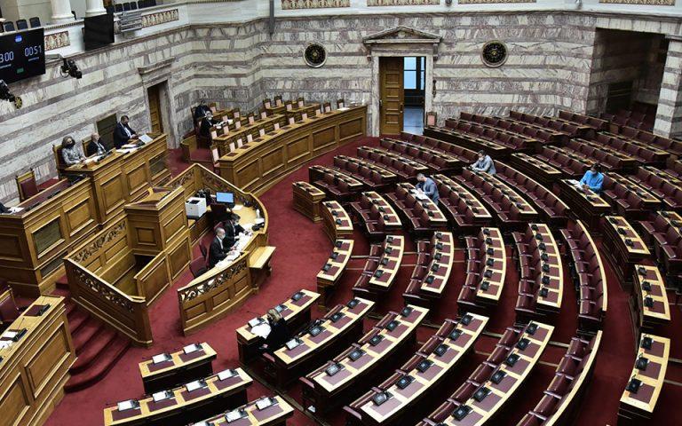 Αντιπαράθεση στη Βουλή με φόντο το πανεκπαιδευτικό συλλαλητήριο