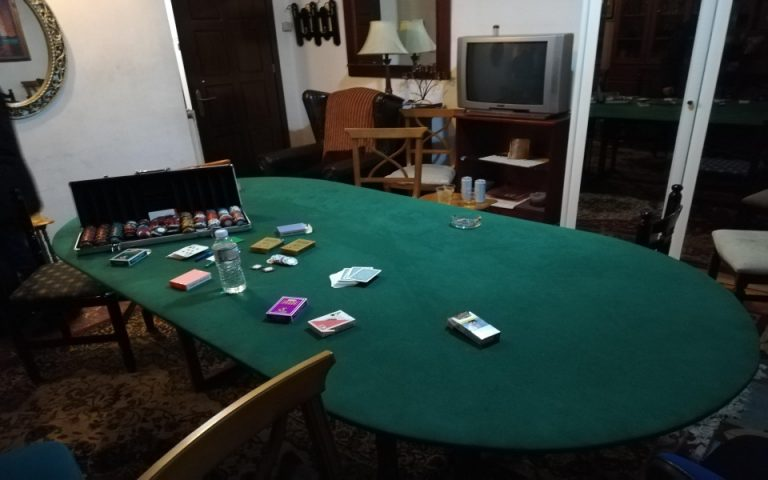 Χαρτοπαικτική λέσχη σε οικία – 11 συλλήψεις