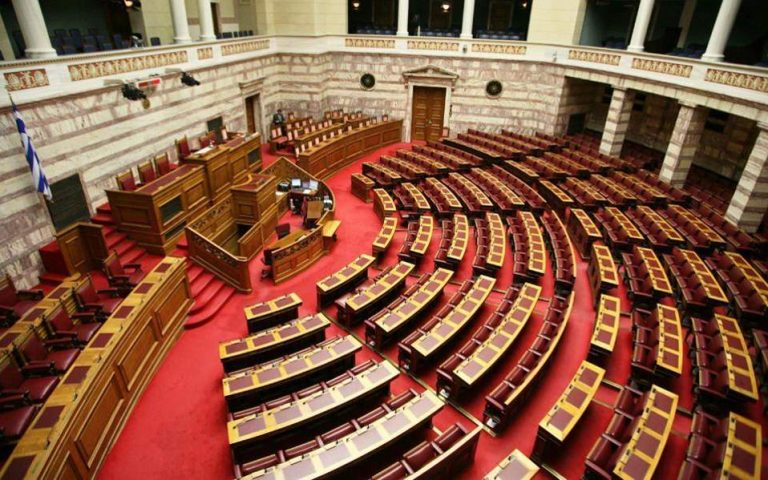 Ραντεβού στη Βουλή εν μέσω αποκαλύψεων και λάσπης