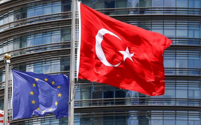 Κομισιόν: Σοβαρή ανησυχία για την πίεση προς το φιλο-κουρδικό κόμμα στην Τουρκία