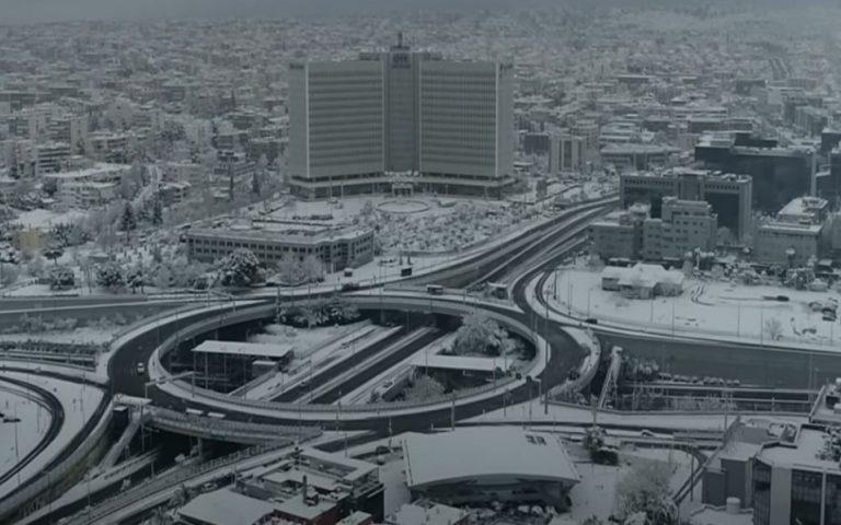 Η χιονισμένη Αθήνα από ψηλά (βίντεο)