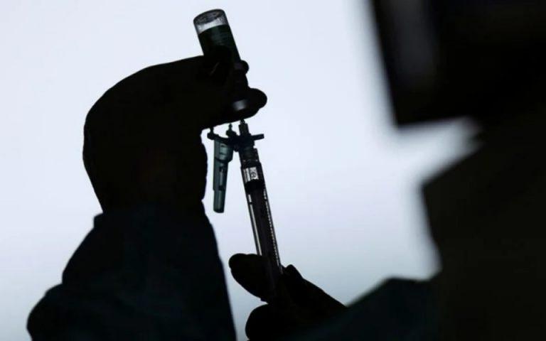 Εμβόλια: Νέα υπαναχώρηση της AstraZeneca