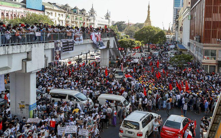 Συνεχίζονται για έκτη ημέρα οι διαδηλώσεις στη Μιανμάρ