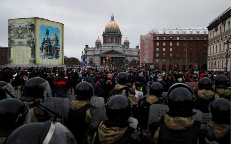 Κρεμλίνο: Χούλιγκανς και προβοκάτορες στις διαδηλώσεις για τον Ναβάλνι