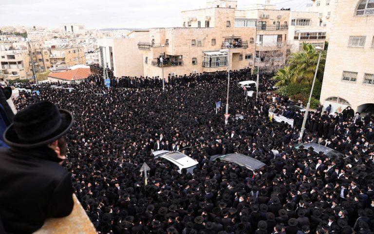 Συνωστισμός χιλιάδων υπερορθόδοξων Εβραίων σε κηδεία (βίντεο)