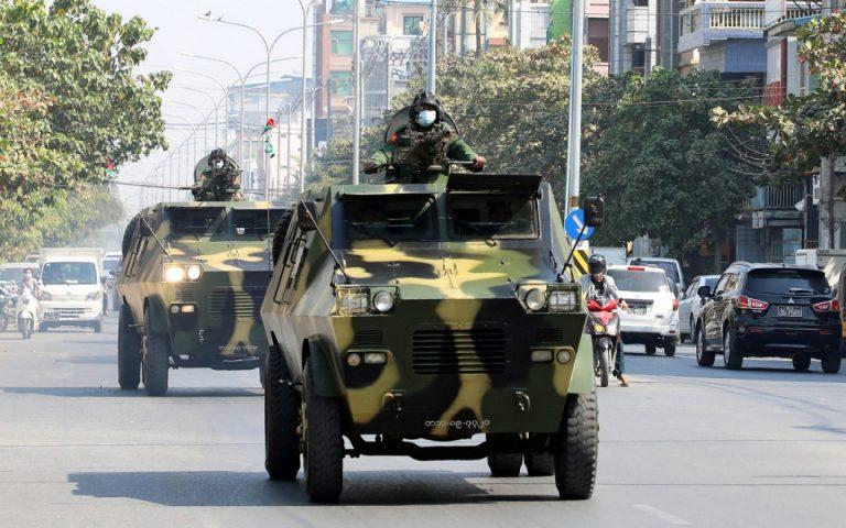 Πραξικόπημα στη Μιανμάρ: Ο στρατός μπλόκαρε την πρόσβαση στο Facebook
