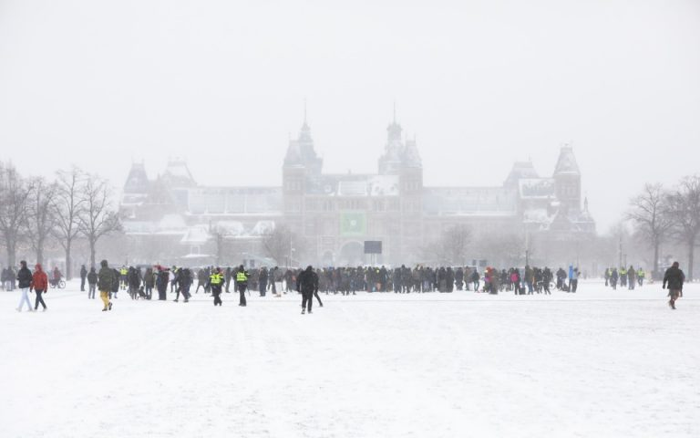 Ισχυρή χιονοθύελλα σαρώνει την Ολλανδία