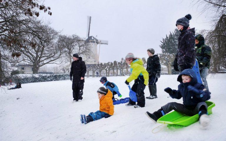 «Παγώνει» τις διεθνείς υιοθεσίες η Ολλανδία