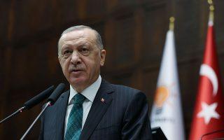 Η έντονη ρητορική που χρησιμοποίησε χθες ο Ρετζέπ Ταγίπ Ερντογάν δεν θεωρείται ούτε αυθόρμητη ούτε τυχαία, καθώς είχαν προηγηθεί τη Δευτέρα οι δηλώσεις του υπουργού Αμυνας της Τουρκίας Χουλουσί Ακάρ περί αποστρατιωτικοποίησης των νησιών του Αιγαίου (φωτ. Murat Cetinmuhurdar/PPO/Handout via REUTERS).
