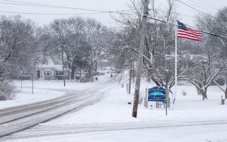 Σε κλοιό χιονιά παραμένουν οι ΗΠΑ – Δεκάδες νεκροί