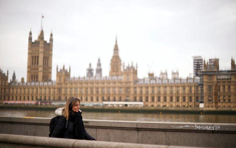 Σχέδιο άρσης του lockdown στη Βρετανία