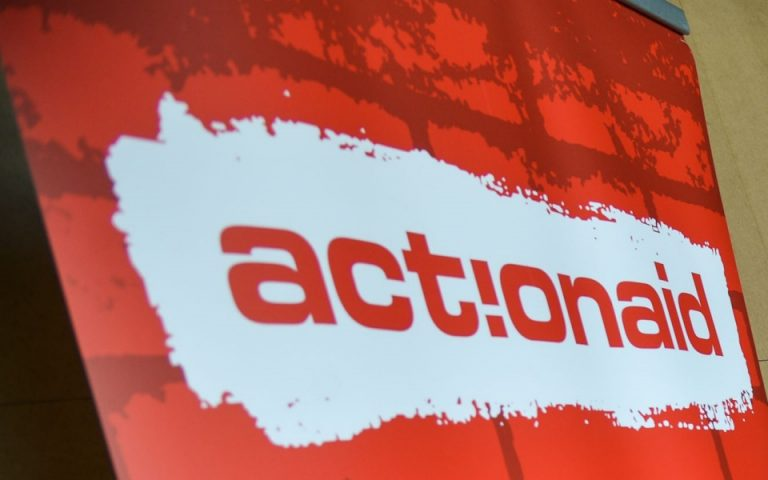Η ActionAid διαψεύδει τα περί σύνδεσής της με κακοποίηση ανήλικων προσφύγων