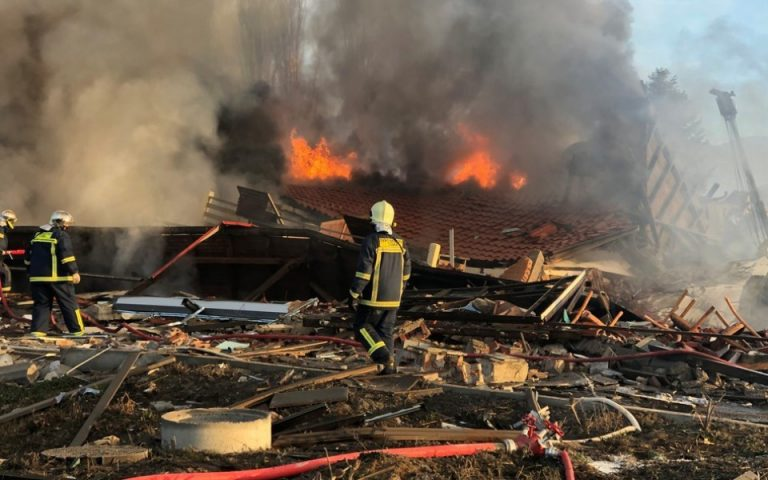 Καστοριά: Εικόνα καταστροφής μετά την έκρηξη στο ξενοδοχείο «Τσάμης»