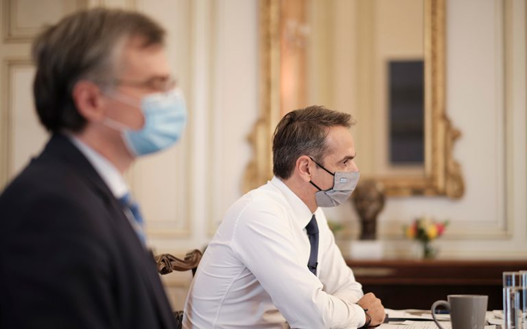 Έκτακτη σύσκεψη στο Μαξίμου για την πανδημία