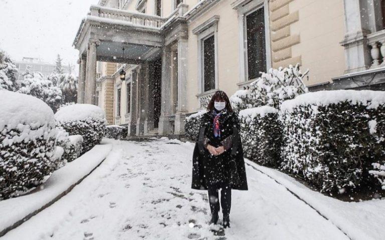 Οι αναρτήσεις Σακελλαροπούλου, Μητσοτάκη και Τσίπρα για τη χιονισμένη Αθήνα