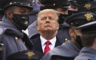 Ο Ντόναλντ Τραμπ δεν προτίθεται να παρουσιαστεί στη δίκη, ούτε να στείλει απολογητικό υπόμνημα. Εχοντας αποσυρθεί στην έπαυλή του από τις 20 Ιανουαρίου, όταν εγκατέλειψε τον Λευκό Οίκο, δεν έχει προβεί μέχρι τώρα σε πολιτικές δηλώσεις, ομιλίες ή συνεντεύξεις (φωτ. AP Photo/Andrew Harnik)
