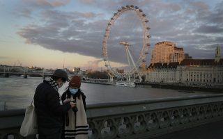 Οι ταξιδιώτες που φτάνουν στη Βρετανία από 33 κράτη υψηλού κινδύνου θα μένουν υποχρεωτικά σε ξενοδοχεία καραντίνας επί δέκα ημέρες, καλύπτοντας το κόστος της διαμονής τους, δηλαδή περίπου 2.000 ευρώ (φωτ. AP Photo/Kirsty Wigglesworth).