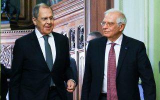 O ύπατος εκπρόσωπος της Ε.Ε. για την Εξωτερική Πολιτική και την Ασφάλεια, Ζοζέπ Μπορέλ (δεξιά), κατά τη χθεσινή συνέντευξη Τύπου με τον Ρώσο υπουργό Εξωτερικών Σεργκέι Λαβρόφ στη Μόσχα (φωτ. Russian Foreign Ministry Press Service via A.P.).