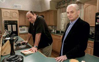 Ο Ντέιβιντ Τσέις, δημιουργός της θρυλικής σειράς «Sopranos», και ο εμβληματικός πρωταγωνιστής Τζέιμς Γκαντολφίνι. © Sara Krulwich/The New York Times