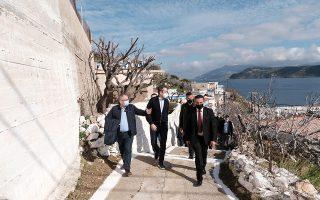 Φωτογραφία από τη χθεσινή επίσκεψη του Κυρ. Μητσοτάκη στη Θύμαινα. ΑΠΕ - ΜΠΕ