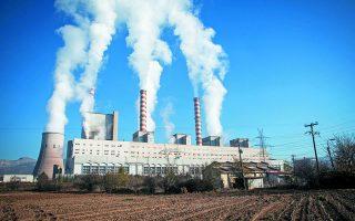 Στο Εθνικό Σχέδιο για την Ενέργεια και το Κλίμα (ΕΣΕΚ) ο λιγνίτης αντιμετωπίζεται αφοριστικά και αντικαθίσταται, όχι βέβαια από ΑΠΕ, αλλά από εισαγόμενο φυσικό αέριο. Ετσι, αντί των ωφελημάτων του εγχώριου πόρου, με την επιλογή του εισαγόμενου, διαμορφώνεται μια προβληματική προοπτική, την οποία κατά τα ειωθότα θα κληθούμε να αντιμετωπίσουμε στο μέλλον με έκτακτα μέτρα που κοστίζουν. Φωτ. ΑΠΕ