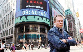 Iλιγγιώδη άνοδο σημείωσε τον περασμένο χρόνο η μετοχή της αυτοκινητοβιομηχανίας ηλεκτροκίνητων οχημάτων Tesla του Ελον Μασκ.