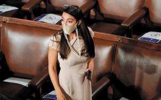 «Είμαι προετοιμασμένη για την κριτική που θα ακολουθήσει την αποκάλυψη ότι είμαι κι εγώ θύμα σεξουαλικής βίας», ανέφερε η Δημοκρατική βουλευτής της Νέας Υόρκης Αλεξάντρια Οκάζιο-Κορτέζ (φωτ. REUTERS/Joshua Roberts).
