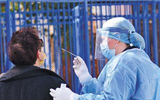 Δωρεάν rapid tests σε εκπαιδευτικούς και μαθητές πραγματοποιήθηκαν χθες έξω από το Γενικό Λύκειο Ναυπλίου (φωτ. ΑΠΕ-ΜΠΕ / ΜΠΟΥΓΙΩΤΗΣ ΕΥΑΓΓΕΛΟΣ).