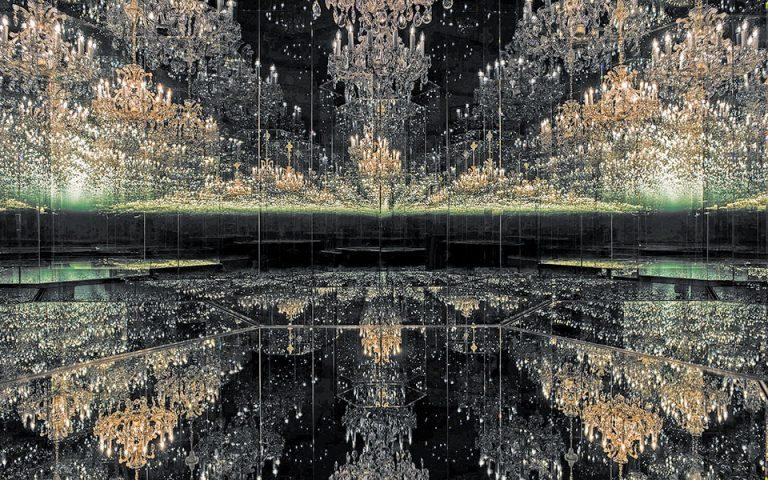 Η εμπειρία του απείρου στα μαγικά «δωμάτια» της Γιαγιόι Κουσάμα