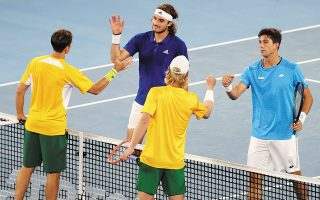 Στα χθεσινά παιχνίδια για το Κύπελλο της ΑΤΡ, η εθνική ανδρών (Τσιτσιπάς – Περβολαράκης) ηττήθη από την αντίστοιχη της Αυστραλίας (φωτ. AP).