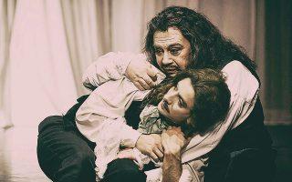 Τον πρωταγωνιστικό ρόλο του Μολιέρου ερμηνεύει ο Σταμάτης Φασουλής.