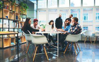 Ομάδες ανθρώπων που μπορούν να αναπτύξουν ταχύτατα νέα προϊόντα και υπηρεσίες, αξιοποιώντας τις δυνατότητες της τεχνολογίας. Αυτή είναι η ουσία του μετασχηματισμού των σύγχρονων επιχειρήσεων (φωτ. Shutterstock).