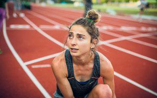 Η Αλεξία Παππά κατέχει από το Ρίο το πανελλήνιο ρεκόρ στα 10.000 μέτρα με χρόνο 31:36. Μετά τους Ολυμπιακούς Αγώνες, ωστόσο, δεν σταμάτησε να πιέζει τον εαυτό της, μέχρι που ήρθε η κατάθλιψη. Πρόσφατα εκδόθηκε και το βιβλίο της «Bravey», στο οποίο μιλάει και για την ψυχική νόσο (φωτ. Thomas Boyd / The New York Times).