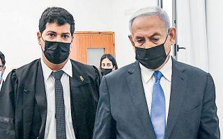 Ο Ισραηλινός πρωθυπουργός Μπέντζαμιν Νετανιάχου κατά την άφιξή του χθες το πρωί σε δικαστήριο της Ιερουσαλήμ (φωτ. Reuben Castro/Pool via REUTERS).