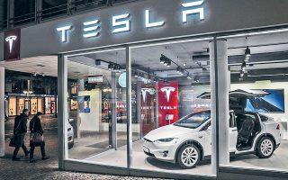 Η Tesla αυτή τη στιγμή είναι η μοναδική αυτοκινητοβιομηχανία που θα δέχεται πληρωμές σε bitcoin (φωτ. EPA).