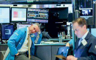 H ήττα που υπέστησαν τα hedge funds τα οποία πόνταραν στην πτώση της μετοχής της GameStop, μετά τη συντονισμένη αντίδραση μικροεπενδυτών, δείχνει ότι πλέον τα πράγματα στη Wall Street δεν θα είναι εύκολα για τους «σορτάκηδες» (φωτ. Reuters).
